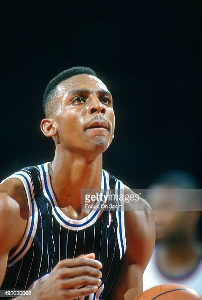 Penny Hardaway of the Orlando Magic stands ready to shoot a free throw against the Washington Bullets during an NBA basketball game circa 1994 at US...