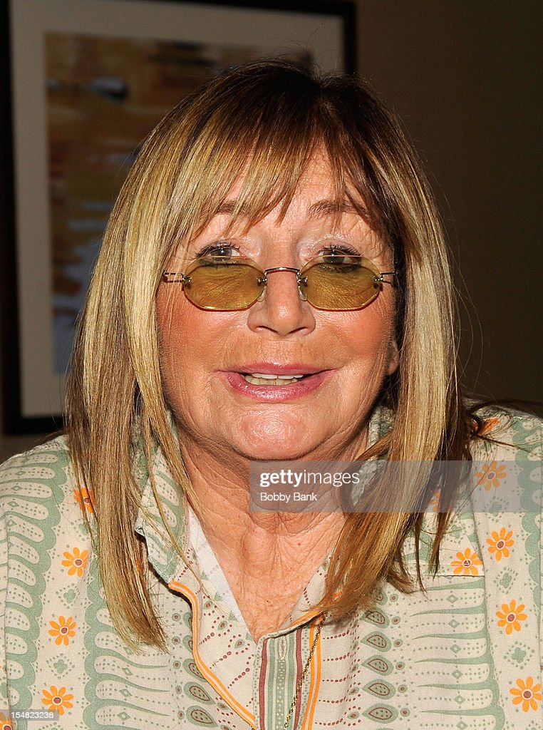 <a gi-track='captionPersonalityLinkClicked' href=/galleries/search?phrase=Penny+Marshall&family=editorial&specificpeople=202999 ng-click='$event.stopPropagation()'>Penny Marshall</a> attends the 2012 Chiller Theatre Expo at the Sheraton Parsippany Hotel on October 26, 2012 in Parsippany, New Jersey.