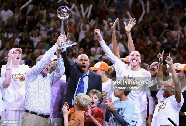 Penny Taylor owner Robert Sarver head coach Corey Gaines Diana Taurasi and Temeka Johnson of the Phoenix Mercury celebrate with the WNBA trophy after...