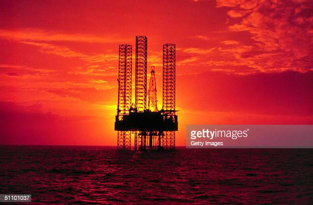 Pennzenergy Company Oil Exploration Drilling Rig In The Gulf Of Mexico During Sunset