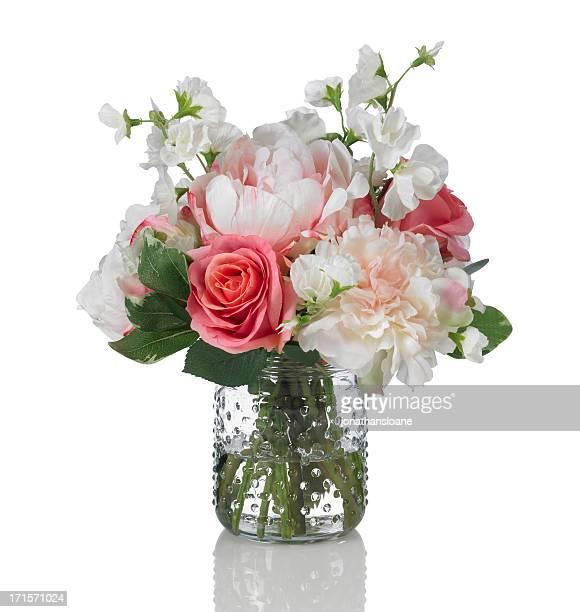 Pivoine rose, de pois de senteur et bouquet sur fond blanc