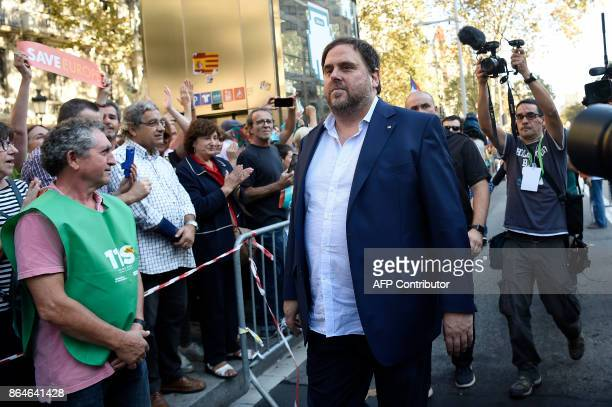 People applaud as Catalan regional vicepresident and chief of Economy and Finance Oriol Junqueras arrives to attend a demonstration on October 21...