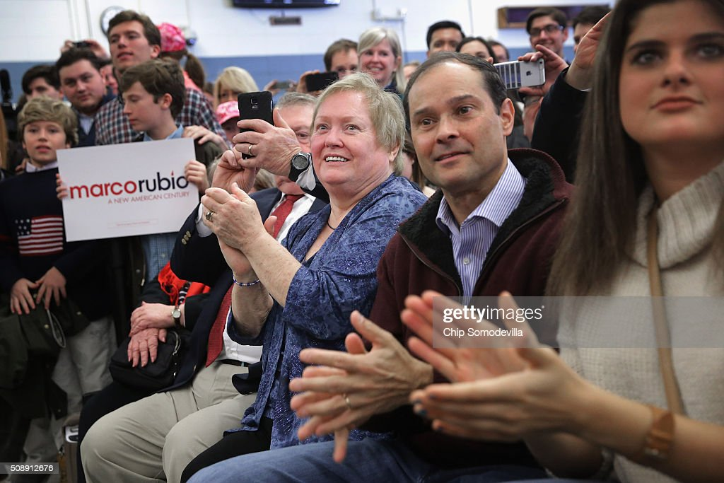 People applaud while listening to Republican presidential candidate Sen. Marco Rubio (R-FL) during a town hall meeting in the Londonderry High School cafeteria February 7, 2016 in Londonderry, New Hampshire. Hundreds of people came to the event to see Rubio just two days before voters go to the polls in the 'First in the Nation' presidential primary.