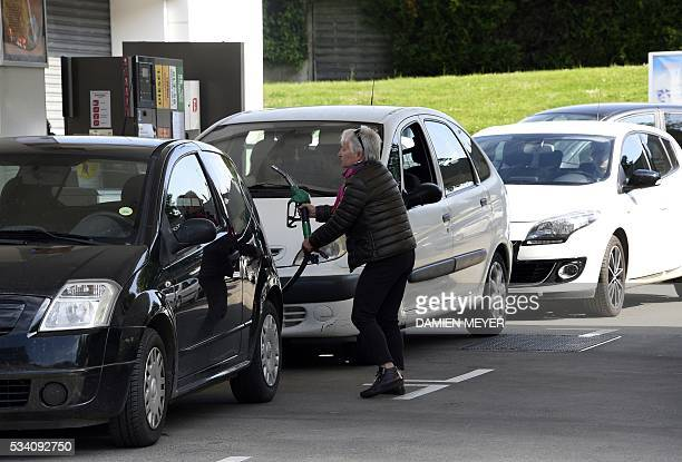 People are queuing to refuel their cars in a gas station in Rennes western Franceon May 25 2016 following the blockades of oil depot during protest...