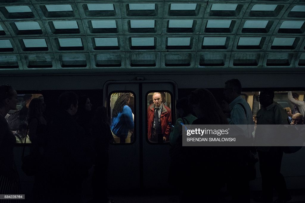 People are seen in a train in the Chinatown Gallery Place in the Metro transit system May 25, 2016 in Washington, DC. / AFP / Brendan Smialowski