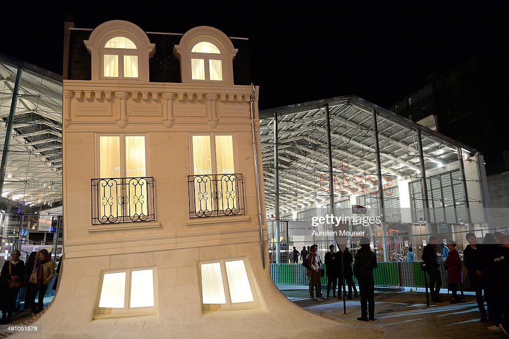 39 nuit blanche 2015 39 press preview in paris getty images for Maison blanche boite de nuit paris