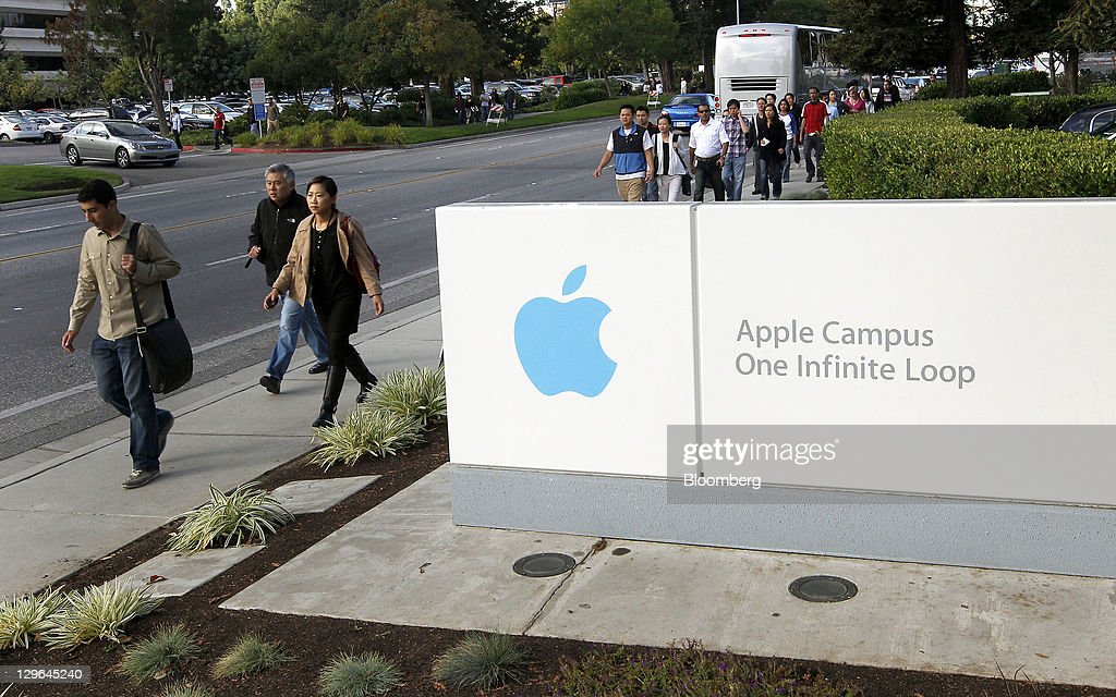 People arrive for an employeesonly memorial service for Steve Jobs cofounder and former chief executive officer of Apple Inc at the company's main...