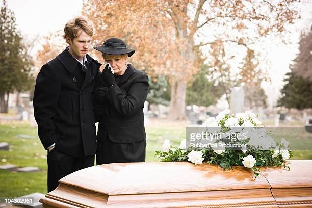 Personas en una funeral