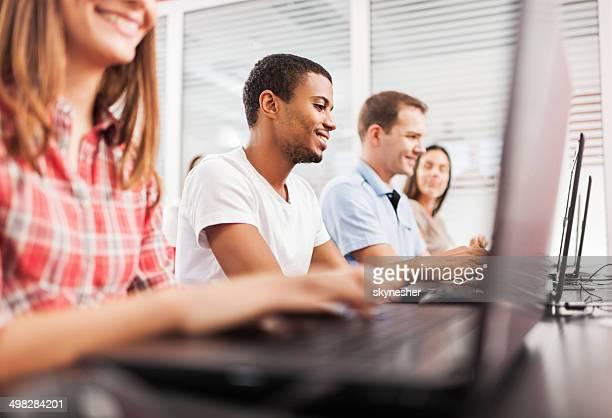 Menschen am computer-Klasse.