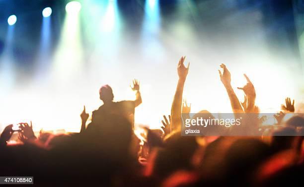 Persone sul concerto festa.