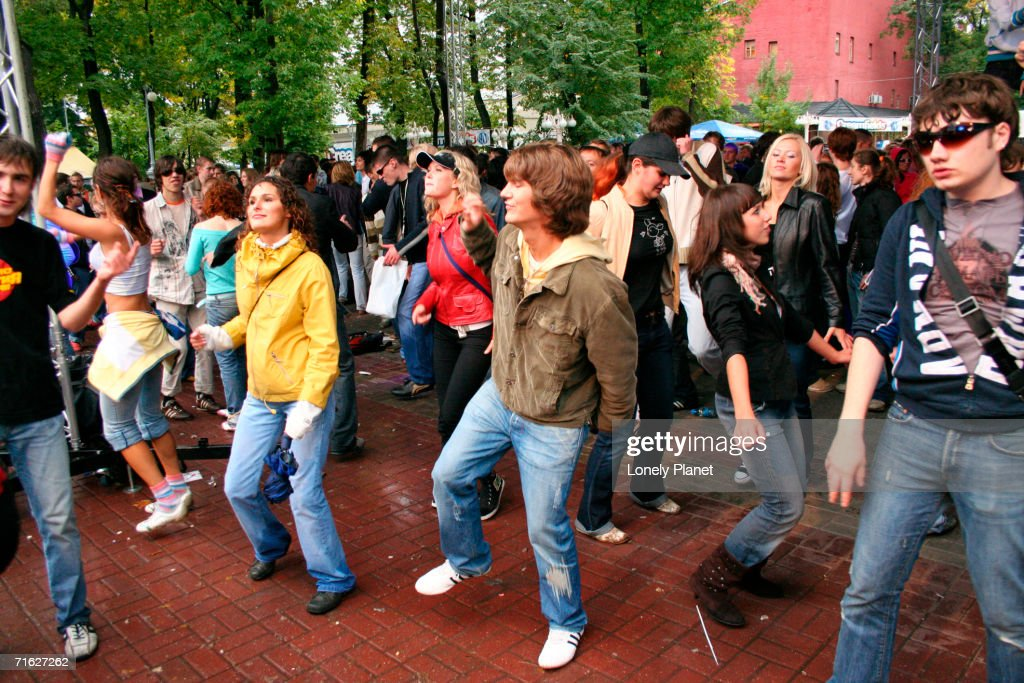 People at Creamfields rave in Hermitage Gardens, Moscow, Russia : Stock Photo
