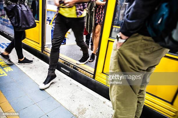 Personas en hora pico en el sistema de trenes de Sydney