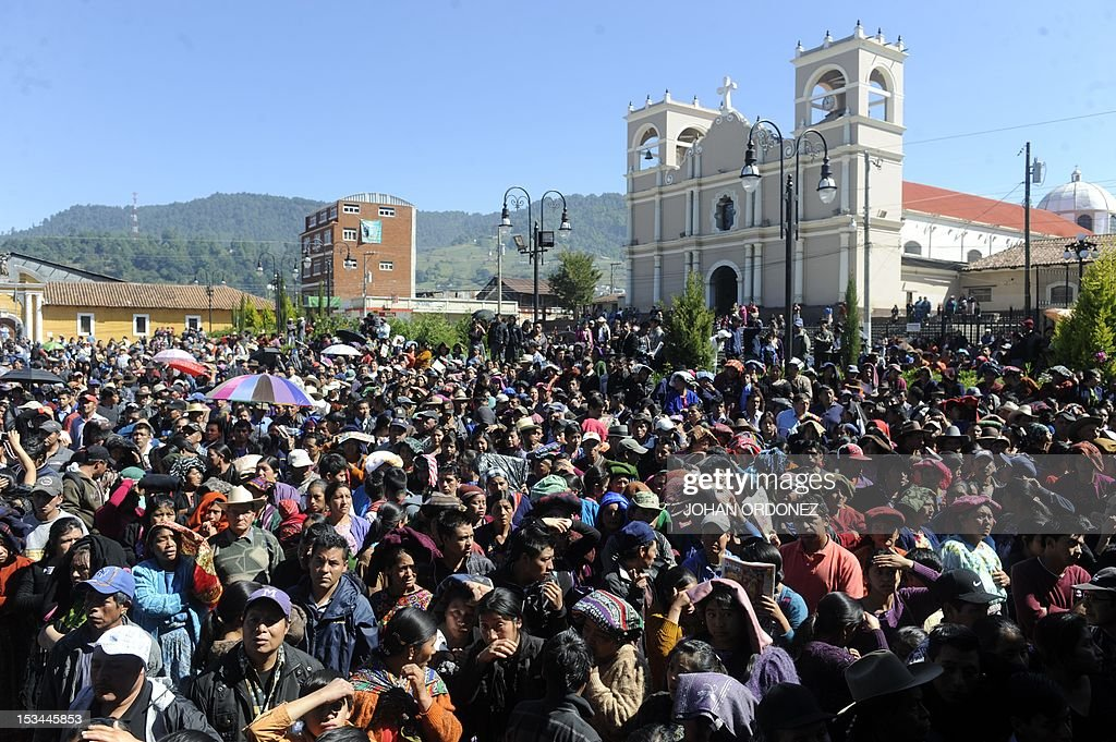 People attend a masive burial of six natives people who were killed during a confusing incident between soldiers and residents during a road block to protest against government politics, in Totonicapan departament 200 Km west of Guatemala city on October 5, 2012. AFP PHOTO / Johan ORDONEZ