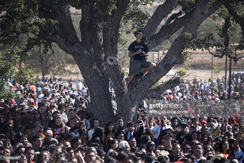 People attend an event where US President Barack Obama spoke at the establishment of the Chavez National Monument October 8, 2012 in Keene, California. Obama is on a three day trip where he will campaign in California and Ohio as well as attend the establishment of the Cesar E. Chavez National Monument. AFP PHOTO/Brendan SMIALOWSKI