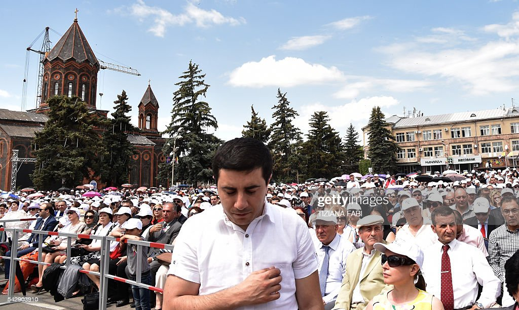 People attend an open-air mass celebrated by Pope Francis in Vartanants Square in Armenia's second-largest city of Gyumri on June 25, 2016. / AFP / TIZIANA
