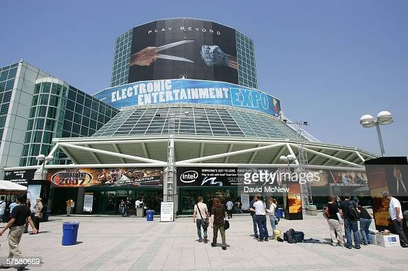 People attend day one of the Entertainment Software Association's 2006 Electronic Entertainment Expo at the Los Angeles Convention Center May 10 2006...
