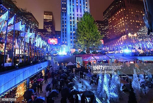 People attend the 84th Annual Rockefeller Center Christmas Tree Lighting Ceremony on November 30 2016 in New York City / AFP / ANGELA WEISS