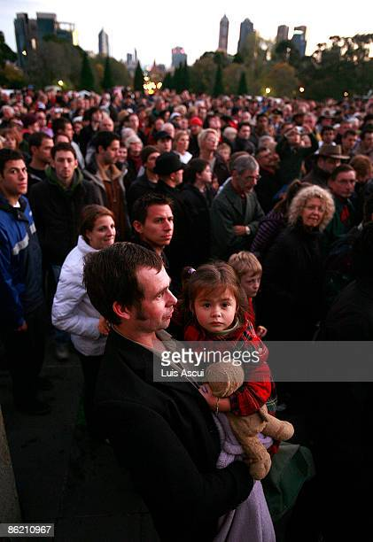 People attend the dawn service ceremony on Anzac day at The Shrine of Remembrance on April 25 2009 in Melbourne Australia Today commemorates the 94th...
