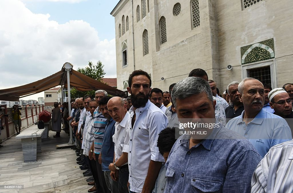 People attend the funeral ceremony of Siddik Turgan, a man who was killed in the June 28, 2016 airport attack, on June 29, 2016 in Istanbul, a day after a suicide bombing and gun attack targeted Istanbul's airport, killing at least 41 people. Turkey declared on June 29, 2016 a day of national mourning over a deadly attack at Istanbul's international airport blamed by the government on Islamic State jihadists. / AFP / BULENT