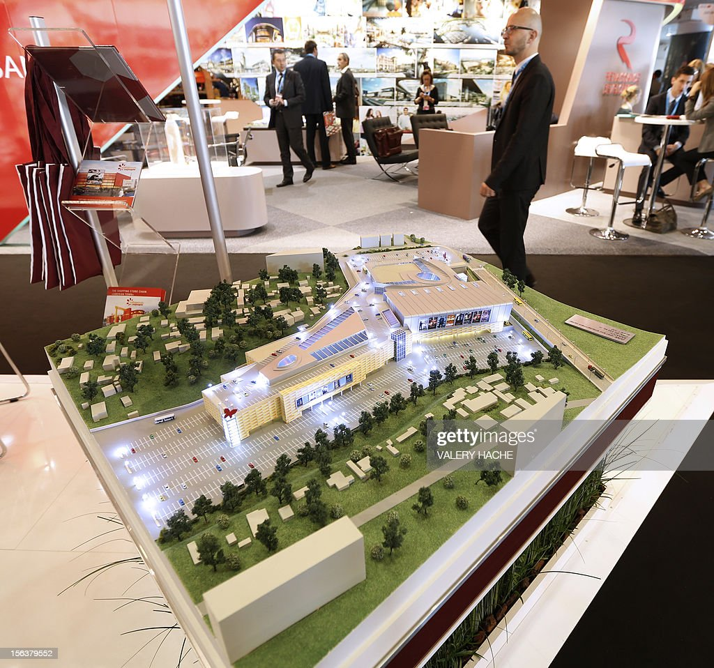 People attend the International Market for Retail Real Estate (MAPIC) on November 14, 2012 in the southeastern French city of Cannes. The event held until November 16, gathers thousands of retailers, investors, local and regional authorities, and retail property professionnals from around the world. AFP PHOTO / VALERY HACHE