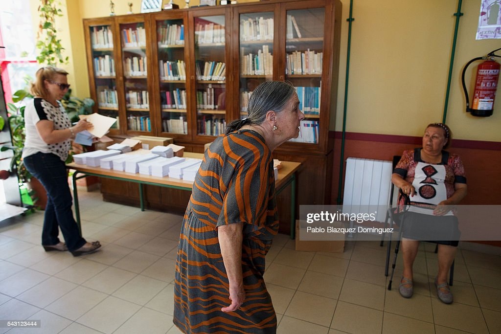 People attend to casts their vote at a polling station during the Spanish General Elections on June 26, 2016 in Madrid, Spain. Spanish voters head back to the polls after the last election in December failed to produce a government. Latest opinion polls suggest the Unidos Podemos left-wing alliance could make enough gains to come in second behind the ruling center right Popular Party.