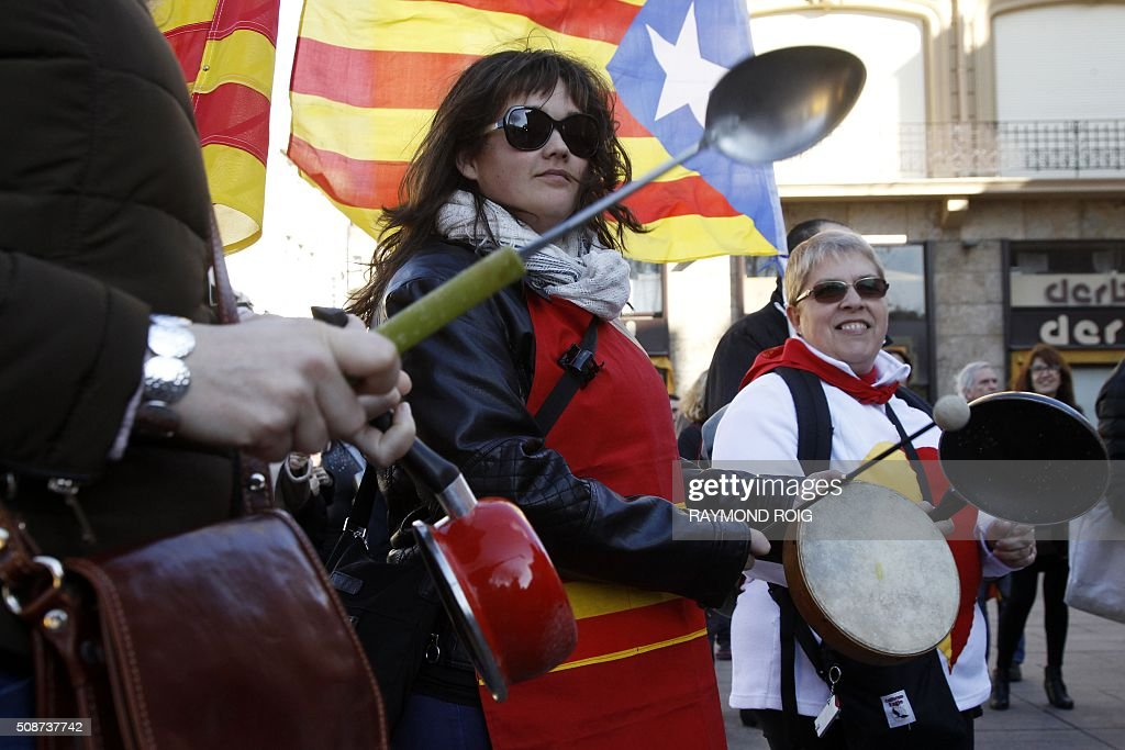 People bang on pots and pans during a demonstration in Perpignan on February 6, 2016 against proposed school reforms. About 300 people participated in the demonstration against school reforms, which they believe will lead to a reduction in the hours of Catalan teaching. / AFP / RAYMOND ROIG