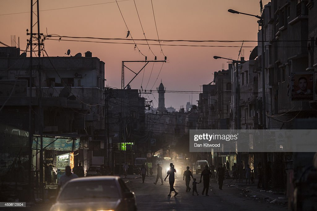 People begin to empty the street at last light on August 14, 2014 in Shu Jaia, Gaza. A new five-day ceasefire between Palestinian factions and Israel went into effect today as part of efforts aimed at reaching a permanent truce deal. The Palestinian death toll from Israel's weeks-long military onslaught on the Gaza Strip has risen to 1959, according to a Palestinian Health Ministry spokesman.