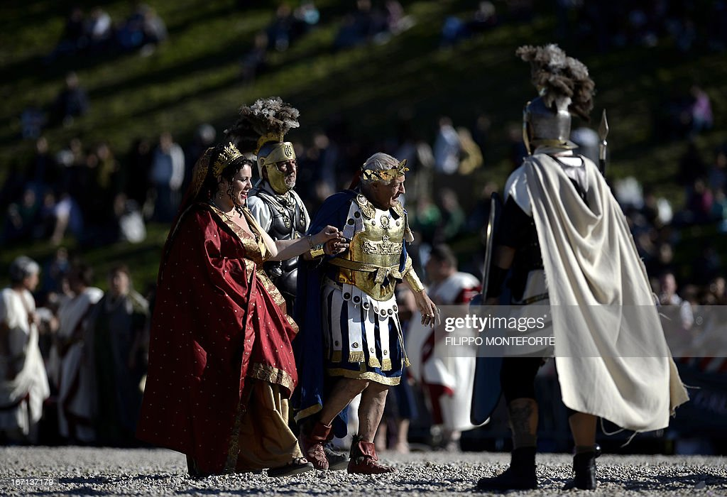 People belonging to historical groups dress as ancient Romans during a show to mark the anniversary of the legendary foundation of the eternal city in 753 B.C, in Rome's Circo Massimo on April 21, 2013. AFP PHOTO / Filippo MONTEFORTE