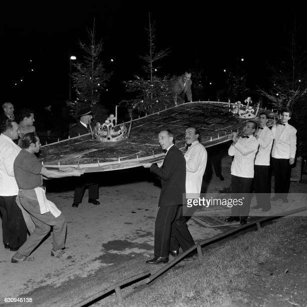 People carry the biggest king cake of the wolrd which is 627 meters long X 260 meters wide on January 05 1961 in a wellknown restaurant on the...
