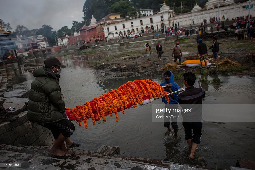 People carry the body of an earthquake victim ahead of a cremation ceremony at Pashupatinah Temple on April 29 2015 in Kathmandu Nepal A major 78...