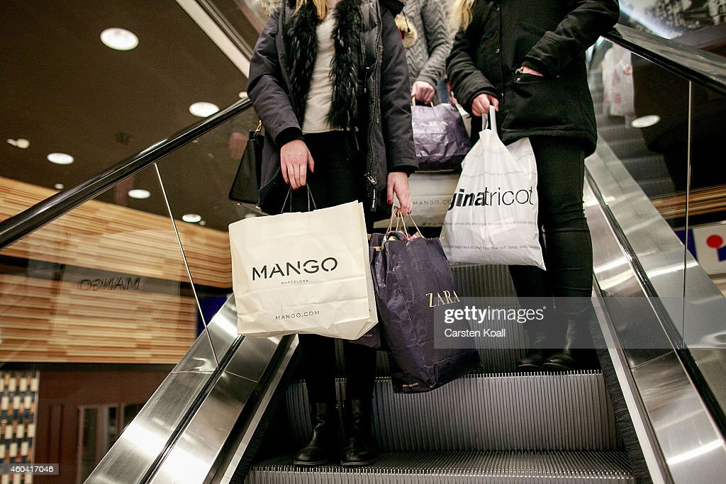 retailers hope for strong christmas shopping season getty images. Black Bedroom Furniture Sets. Home Design Ideas