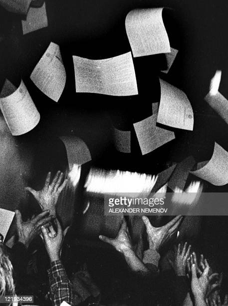 People catch leaflets in front of the Russian White House in central Moscow on August 19 1991 Russia marks on August 19 the 20th anniversary of the...