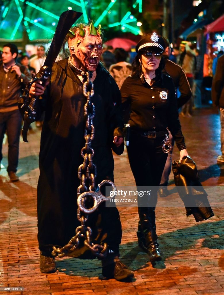 People celebrate Halloween in Bogota on October 31, 2014. Every year more and more people in Colombia are taking part in Halloween celebrations. AFP PHOTO/Luis Acosta /