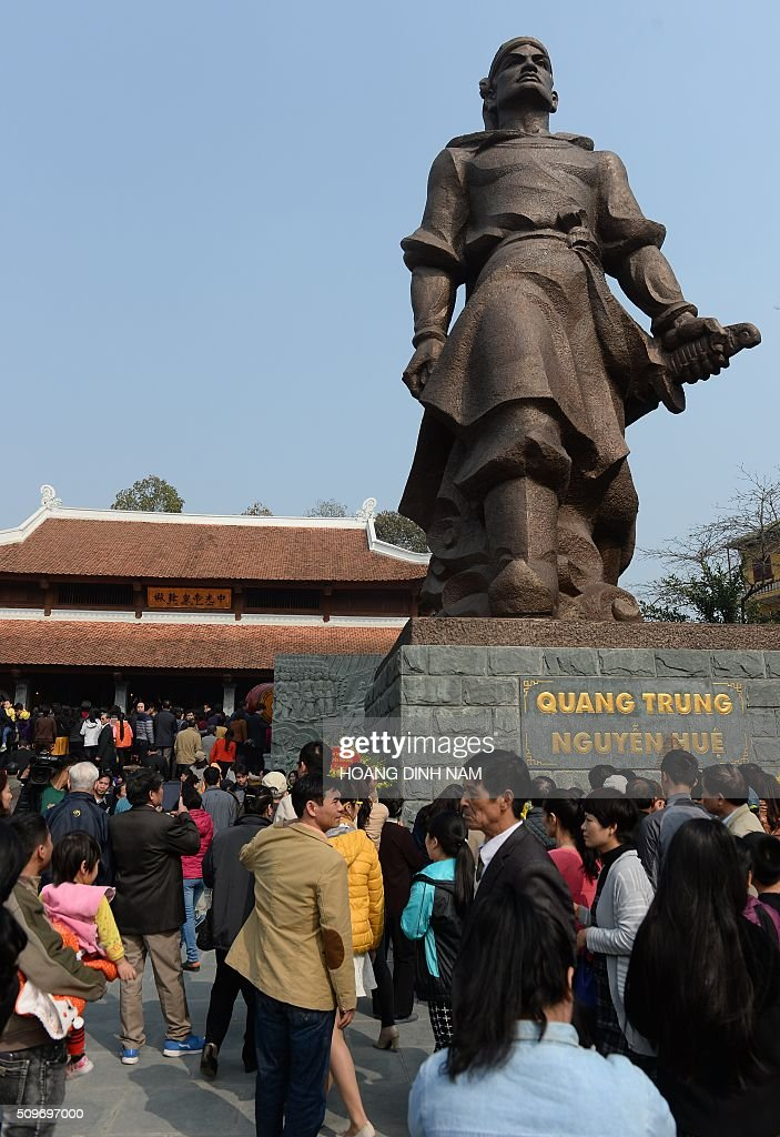 People come to pay their respects to King Quang Trung during a ceremony marking the 227th anniversary of the Vietnam's Dong Da-Ngoc Hoi victory over China's Qing dynasty's troops in 1789 at a memorial monument to Vietnamese King Quang Trung (1788-1792), winner of the war, in Hanoi on February 12, 2016. AFP PHOTO / HOANG DINH Nam / AFP / HOANG DINH NAM