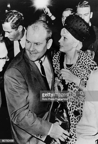 1966 Cleveland Ohio USA Dr Sam Sheppard with his wife after hearing he had been found innocent of killing his first wife Dr Sam Sheppard was...