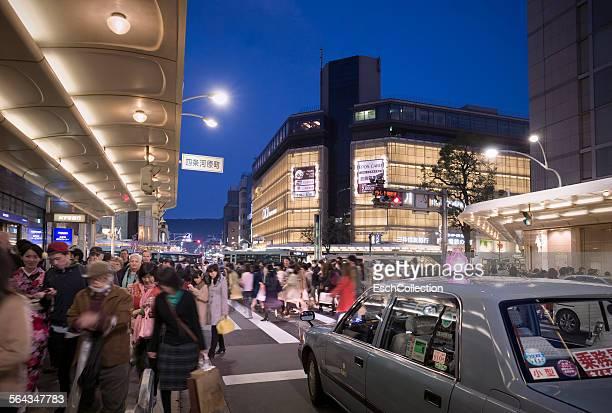 People crossing Shijo-dori street in Kyoto