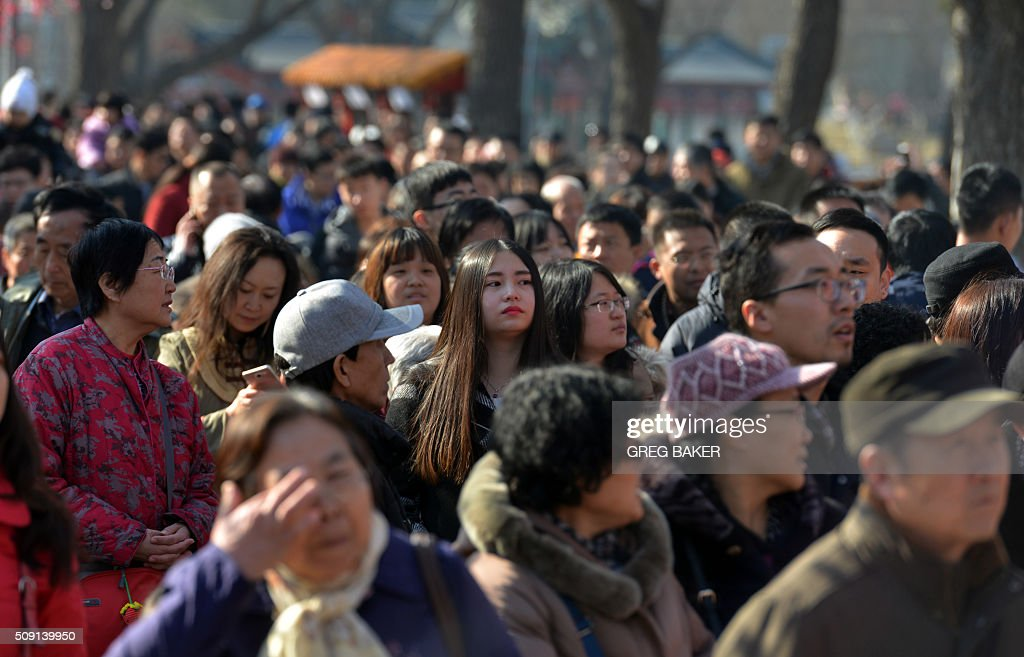People crowd a park in Beijing during Lunar New Year celebrations on February 9, 2016. Millions of Chinese are celebrating Spring Festival, the most important holiday on the Chinese calendar, which this year marks the beginning of the Year of the Monkey. AFP PHOTO / GREG BAKER / AFP / GREG BAKER