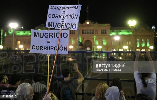 TOPSHOT People demonstrate against Argentine President Mauricio Macri outside the Presidential palace in Buenos Aires on April 7 after a prosecutor...