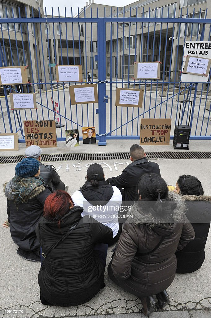 People demonstrate in front of Clermont-Ferrand's courthouse, on January 1, 2013, to call for 'the truth' regarding the death of Wissam el-Yamni, following his arrest one year ago. AFP PHOTO THIERRY ZOCCOLAN
