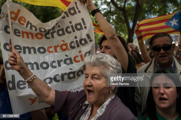 People demonstrate in front of the Barcelona Court building on September 22 2017 in Barcelona Spain ProIndependence Associations called for a meeting...