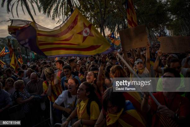 People demonstrate in front of the Catalan High Court building on September 21 2017 in Barcelona Spain ProIndependence Associations called for a...