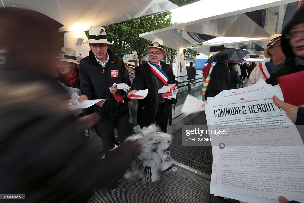 People distribute leaflets on May 31, 201 at the Parc des expositions in Paris during the opening of the 99th France's Mayors congress. / AFP / JOEL
