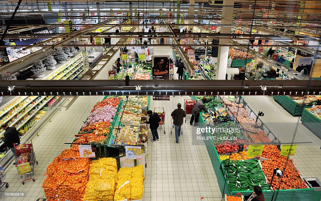 People do their shopping at an Auchan supermarket in Faches-Thumesnil on December 6, 2012. AFP PHOTO PHILIPPE HUGUEN
