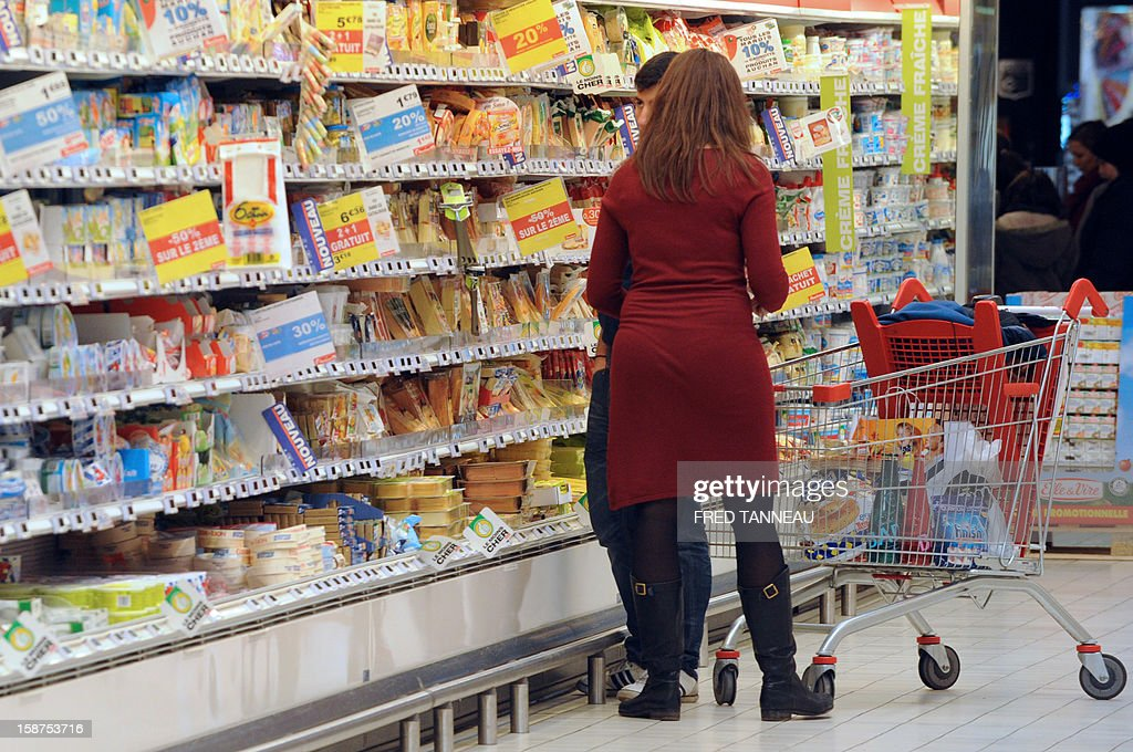 People do their shopping in a supermarket Auchan on December 27, 2012 in Saint-Sebastien-sur-Loire, western France. AFP PHOTO / FRED TANNEAU