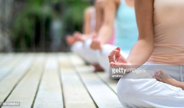 Menschen beim yoga