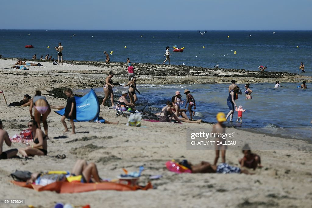 People enjoy the sea on August 23 2016 in LucsurMer northwestern France A heat wave is expected to hit France from August 23 2016 / AFP / CHARLY...