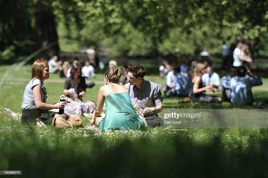 People enjoy the sun in St James' Park in London, on May 24, 2010. A mini-heatwave over the last few days has seen UK temperatures outstrip many European holiday destinations such as Rome and Rhodes. AFP PHOTO/Carl Court