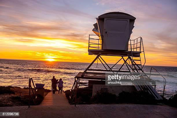 人々のサンセット ラ ホーヤ ビーチ(カリフォルニア州、アメリカ)