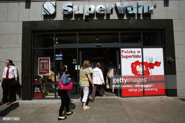 People enter a SuperValu store on Talbot Street Dublin Leading supermarket chain SuperValu has confirmed it ordered all stores to remove Israeli...