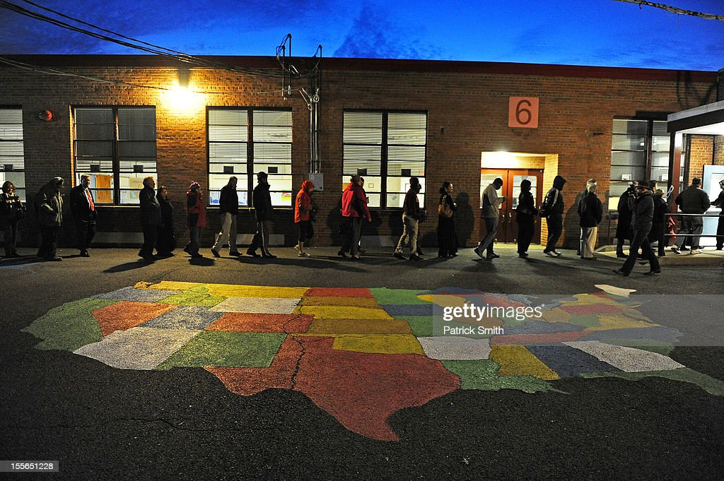 People enter Washington Mill Elementary School to cast their vote in the U.S. presidential race, on November 6, 2012, in Alexandria, Virginia. Recent polls show that U.S. President Barack Obama and Republican presidential candidate Mitt Romney are in a tight race.